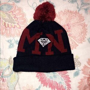 Diamond supply beanie with pom